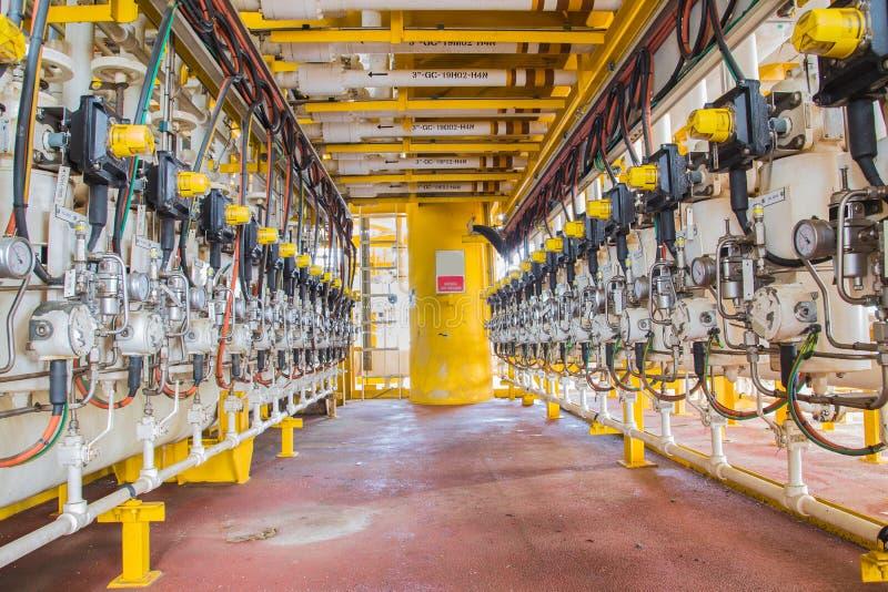 Válvula dos ramos do separador da produção e do teste na plataforma de petróleo e gás foto de stock royalty free