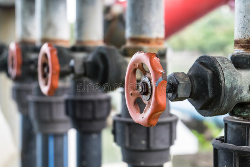 Válvula e tubulação da água imagens de stock