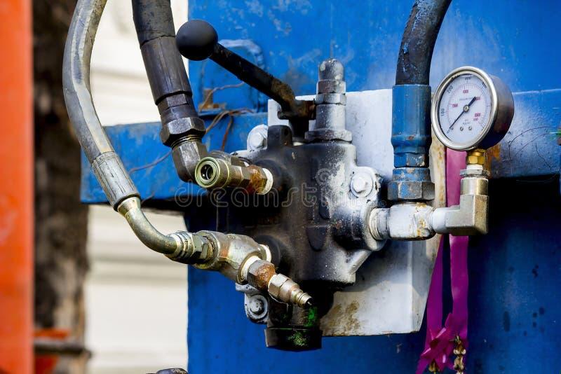 Válvula hidráulica na máquina de perfuração da estrada imagem de stock royalty free