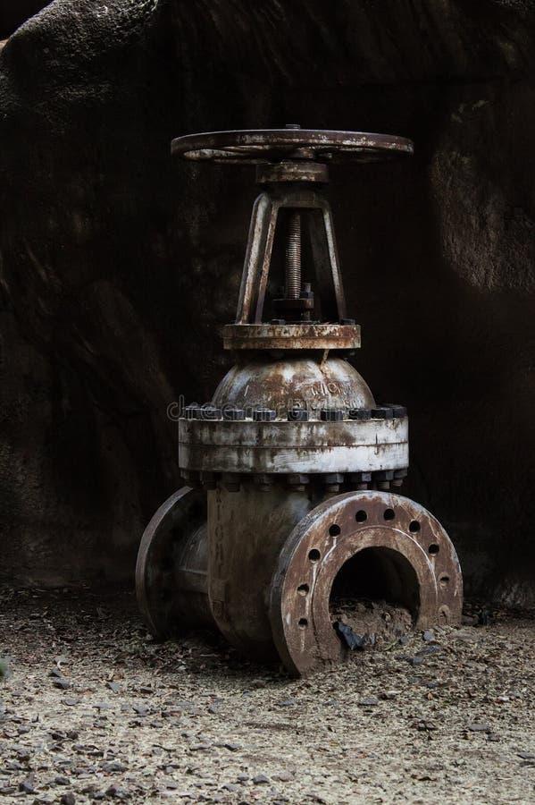 Válvula vieja grande imagen de archivo
