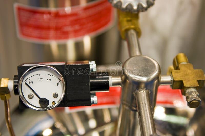 Válvula y calibrador de alta presión foto de archivo