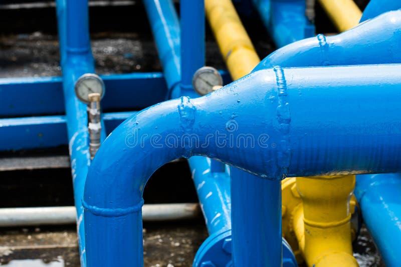 Válvulas na planta de gás foto de stock royalty free