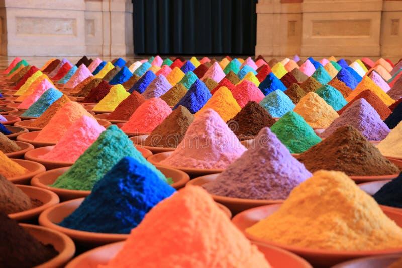 Vária seleção das especiarias tinturas coloridos do pó foto de stock