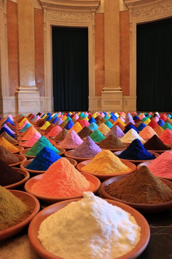 Vária seleção das especiarias tinturas coloridos do pó imagem de stock royalty free