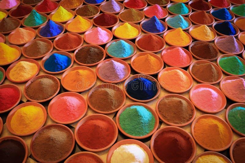 Vária seleção das especiarias tinturas coloridos do pó fotografia de stock royalty free