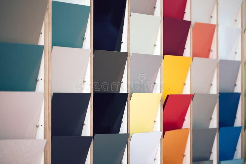Várias amostras de materiais diferentes na mostra do mercado foto de stock royalty free