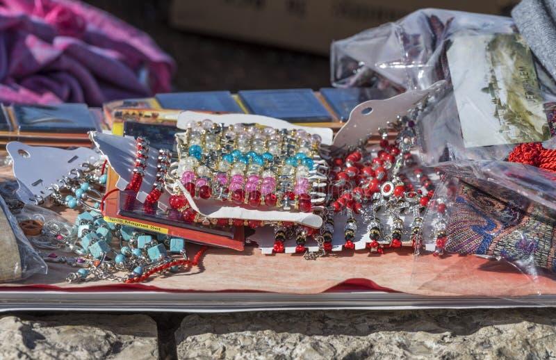 Várias bijouterias à venda Jerusalém, Israel fotografia de stock