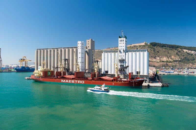 Várias embarcações marinhas no porto foto de stock