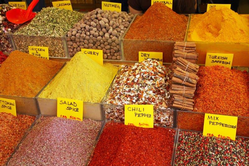Download Várias Ervas E Especiarias No Mercado Foto de Stock - Imagem de diferente, asian: 26502194
