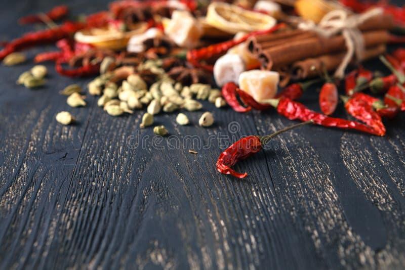 Várias especiarias coloridas fotografia de stock