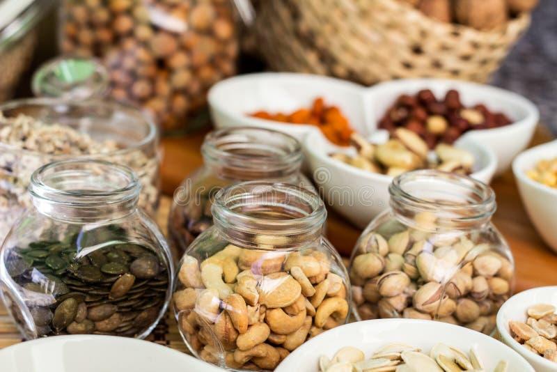 Várias pilhas de porcas e de sementes misturadas imagens de stock royalty free