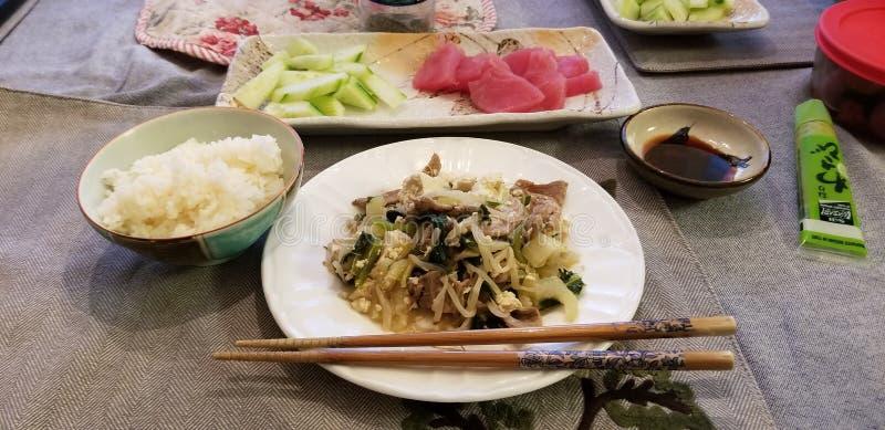Vários alimentos japoneses imagens de stock