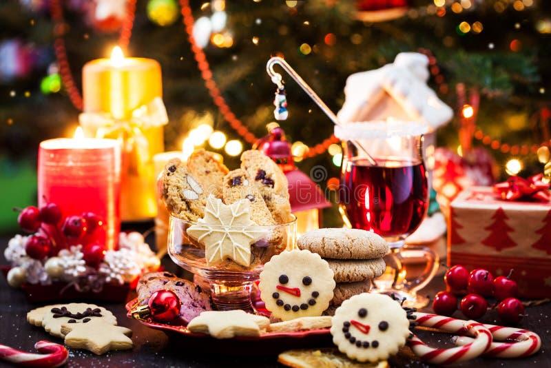 Vários biscoitos de Natal, conceito de Férias fotos de stock royalty free