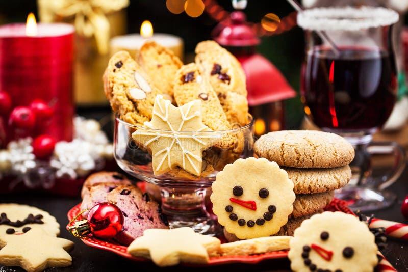 Vários biscoitos de Natal, conceito de Férias fotografia de stock