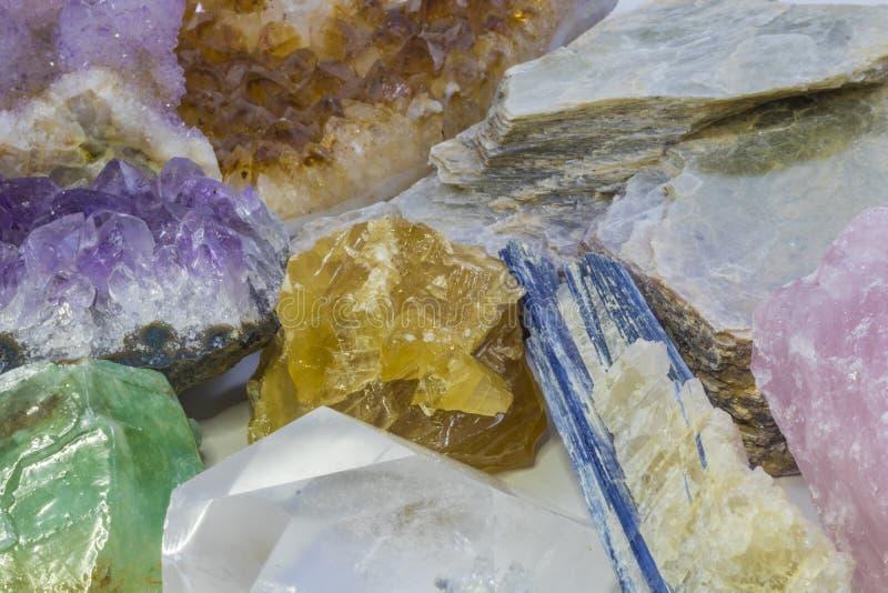 Vários cristais em uma pilha fotos de stock