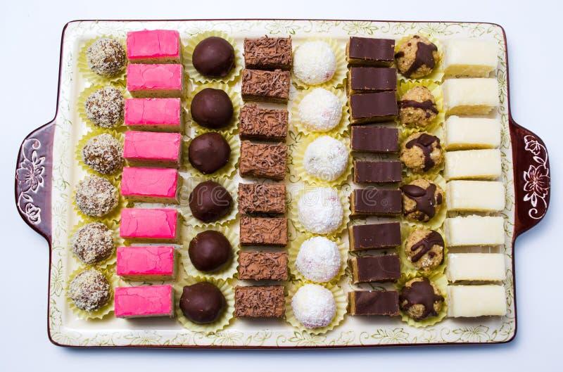 Vários doces servidos em uma placa fotografia de stock
