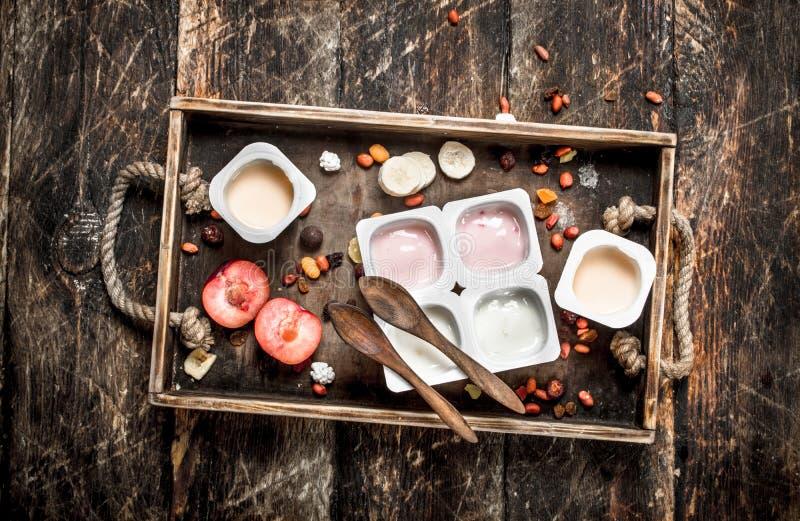 Vários iogurtes de fruto fotos de stock