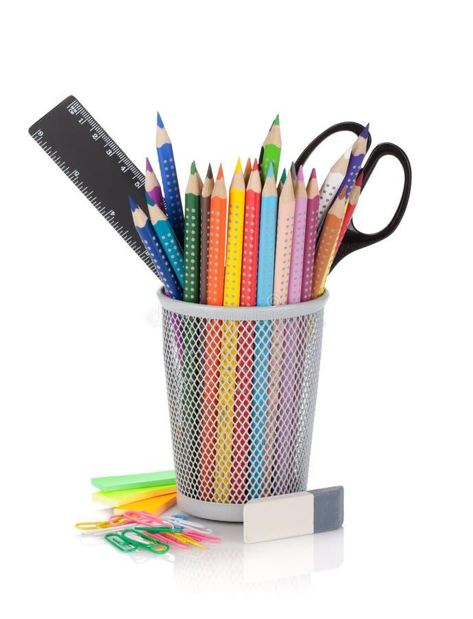 Vários lápis da cor e ferramentas do escritório fotos de stock