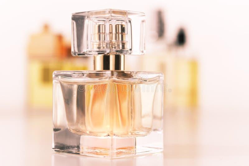 Vários perfumes ajustados fotos de stock