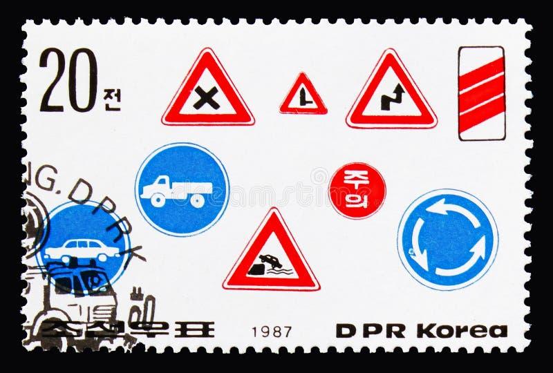 Vários roadsigns, serie da segurança rodoviária, cerca de 1987 foto de stock