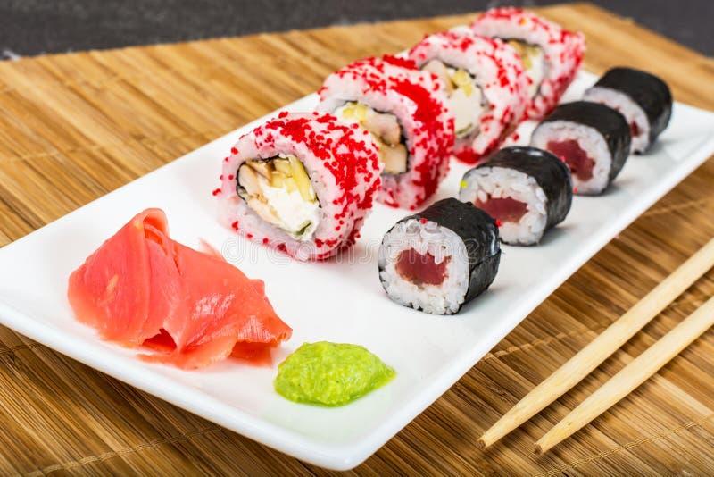 Vários rolos de sushi no fundo branco fotografia de stock royalty free