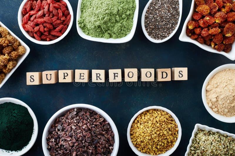 Vários superfoods saudáveis fotografia de stock royalty free
