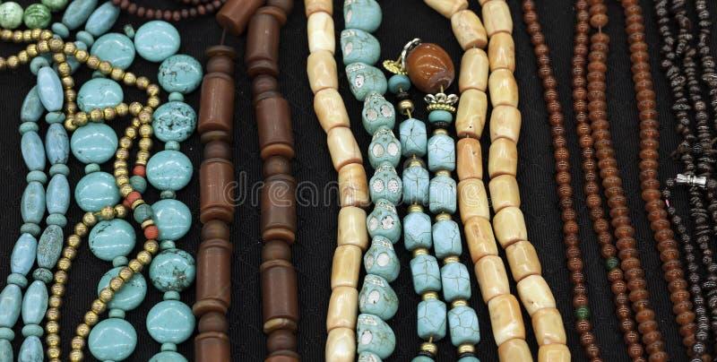 Download Colar foto de stock. Imagem de agulha, jade, pilha, bangle - 29829954