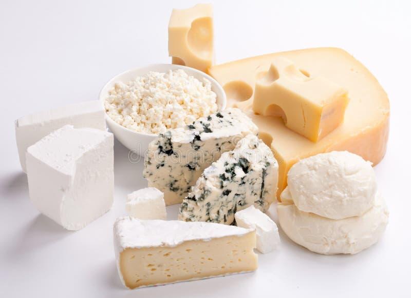 Vários tipos de queijos. fotos de stock royalty free