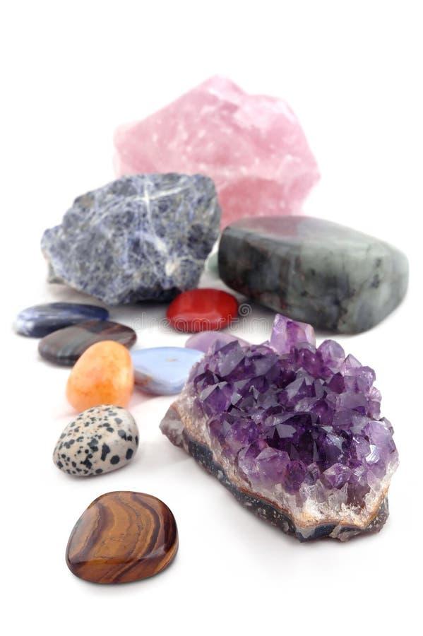Vários tipos dos cristais no fundo branco fotos de stock royalty free