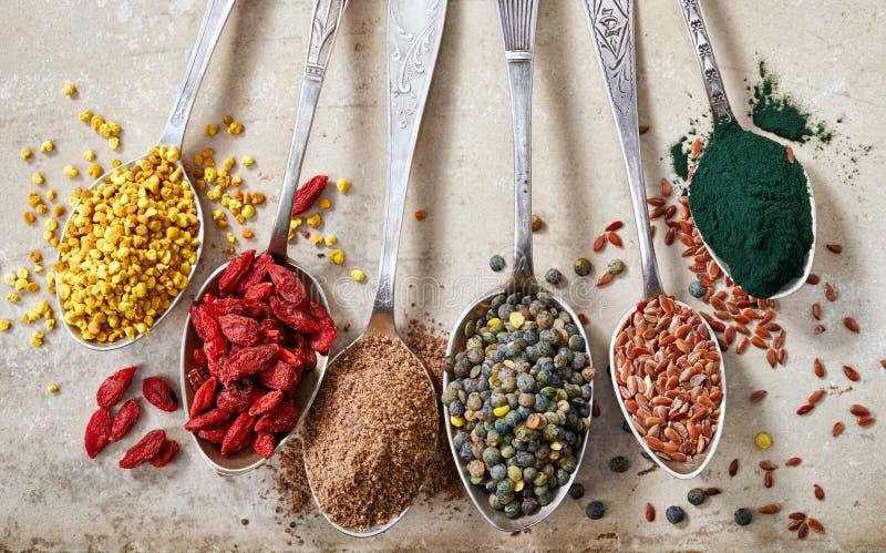 Vários tipos dos superfoods foto de stock royalty free