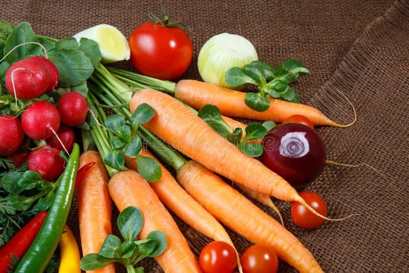 Download Vários Vegetais Orgânicos Frescos Foto de Stock - Imagem de variedade, radish: 65576346