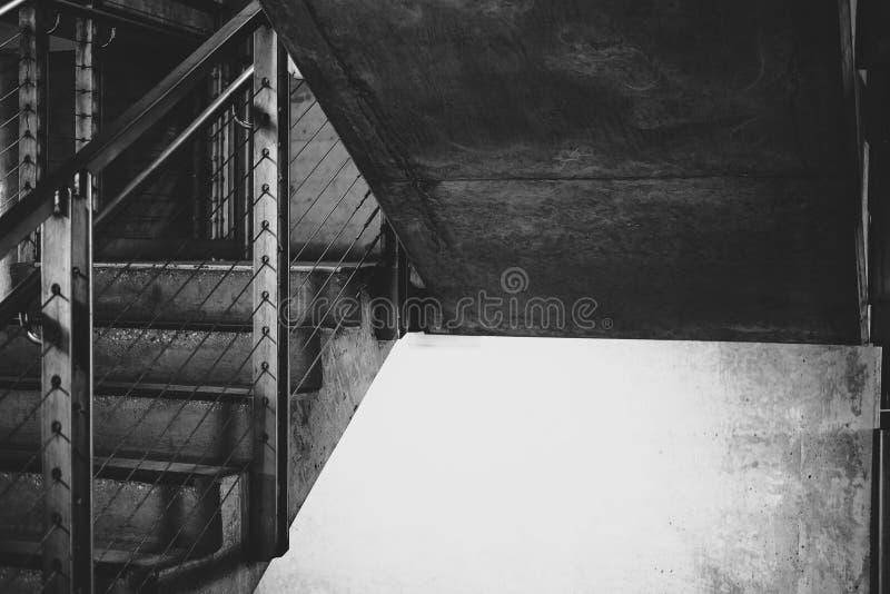 Vão das escadas da garagem de estacionamento fotografia de stock