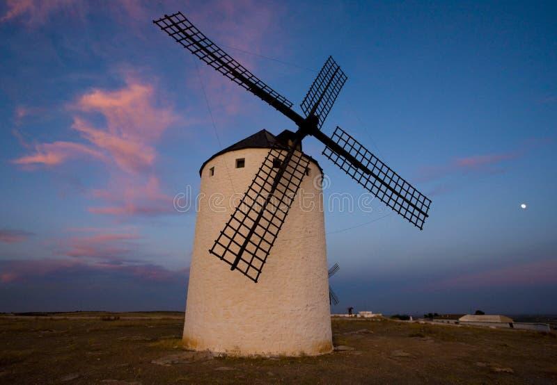 väderkvarn Campo de Criptana, Castile-La Mancha, Spanien royaltyfria bilder