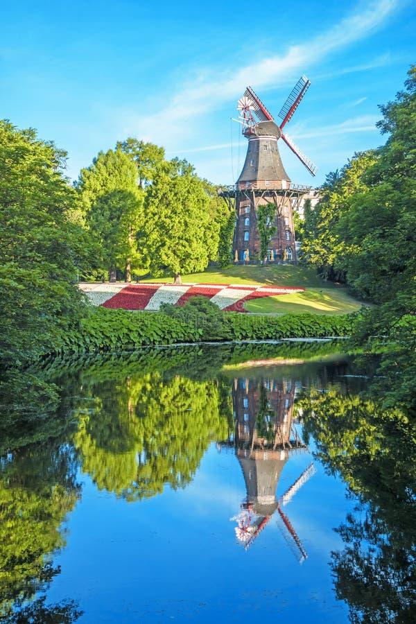 Väderkvarn - en gränsmärke av staden Bremen, Tyskland royaltyfria bilder