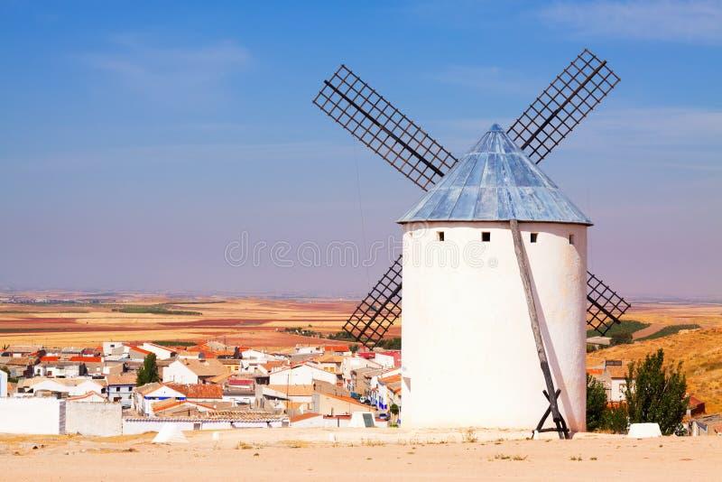 Väderkvarn i Campo de Criptana royaltyfri fotografi