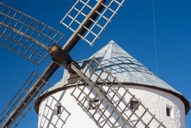 Väderkvarn på Campo de Criptana La Mancha, Spanien arkivfoton