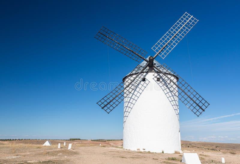 Väderkvarn på Campo de Criptana La Mancha, Spanien arkivbild