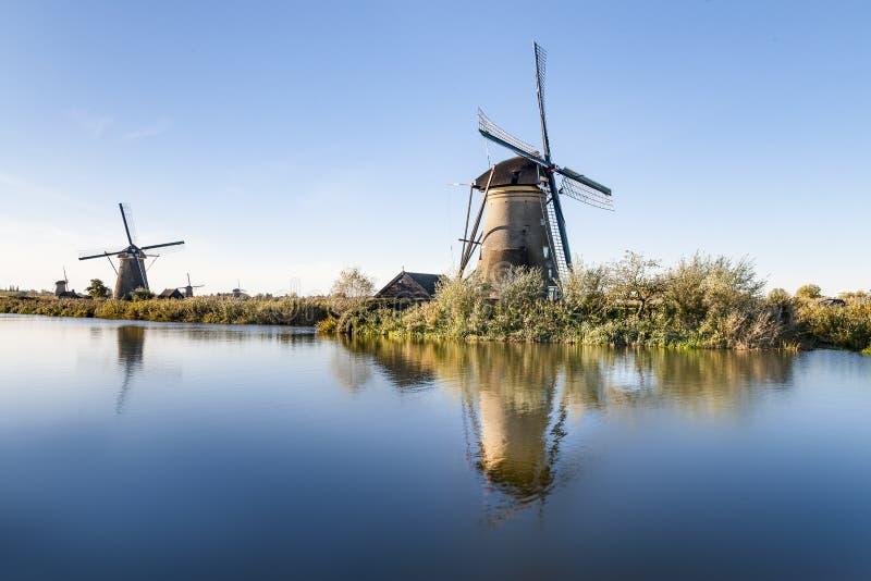 Väderkvarn på Kinderdijk, Nederländerna royaltyfri fotografi