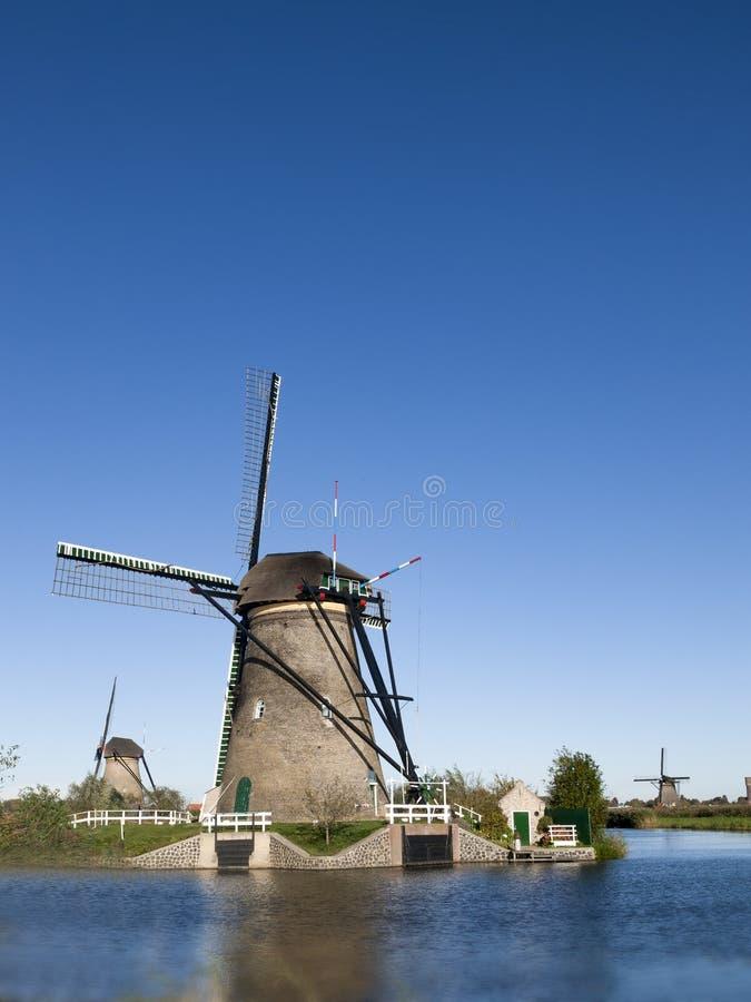Väderkvarn på Kinderdijk, Nederländerna fotografering för bildbyråer
