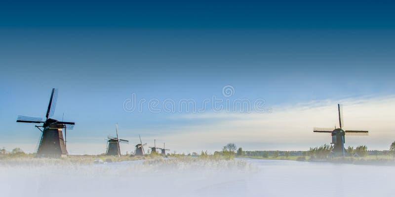 Väderkvarn på Kinderdijk, Nederländerna arkivfoton