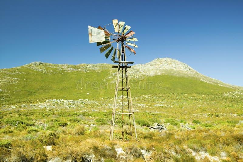 Väderkvarn på uddepunkt, udde av bra hopp, utanför Cape Town, Sydafrika royaltyfri fotografi