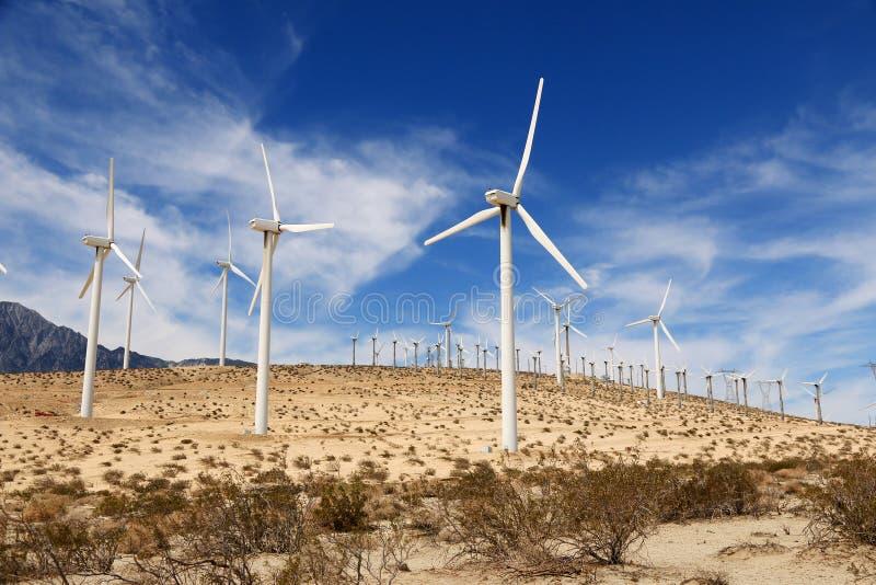 Väderkvarnar i Palm Springs, Kalifornien, USA royaltyfri foto