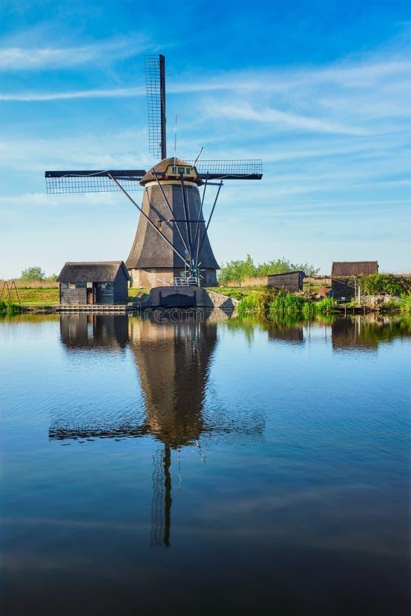 Väderkvarnar på Kinderdijk i Holland Nederländerna fotografering för bildbyråer