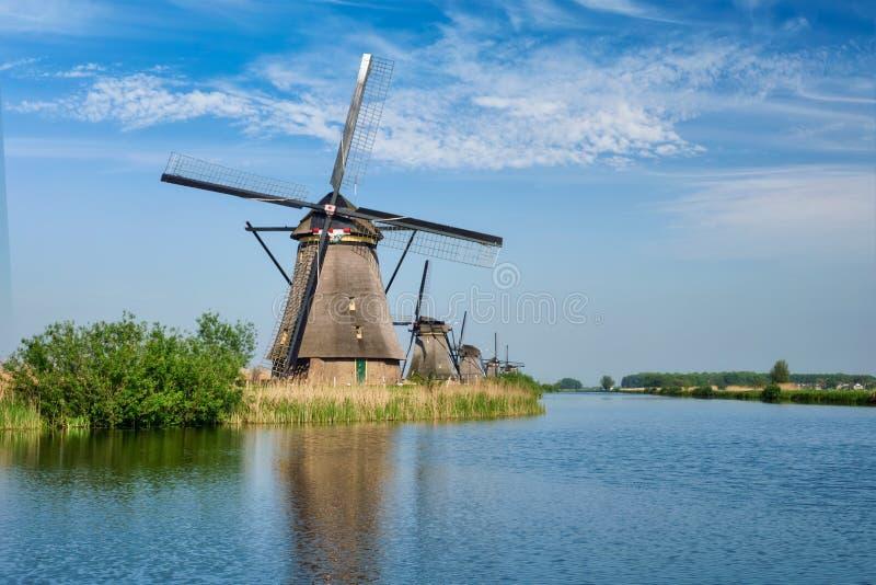 Väderkvarnar på Kinderdijk i Holland Nederländerna arkivbilder
