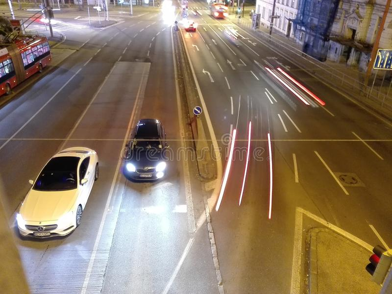 Väg i den Bratislava natten arkivfoton