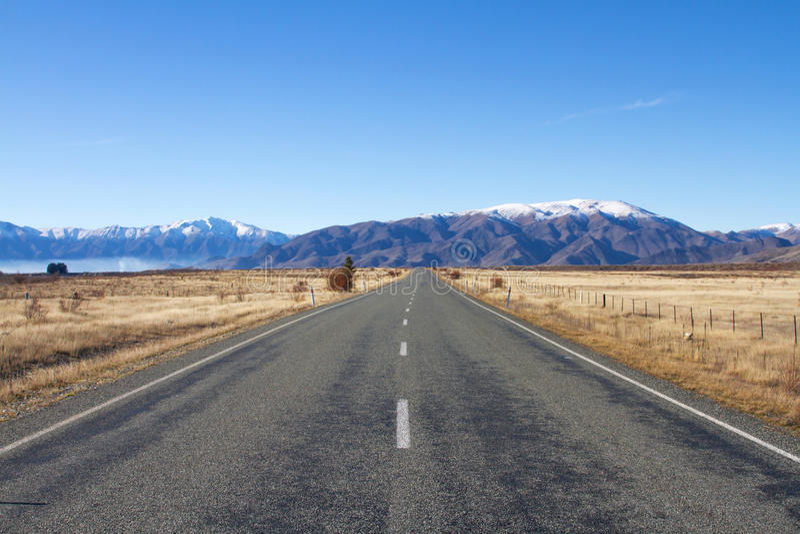 Väg i Nya Zeeland. royaltyfri fotografi