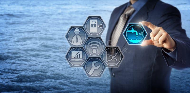 Väg-och vattenbyggnadsingenjörActivates Smart Water ledning royaltyfri foto