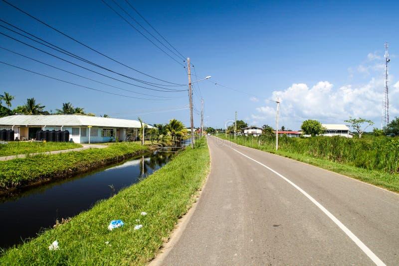 Väg- och vattenkanal royaltyfri fotografi