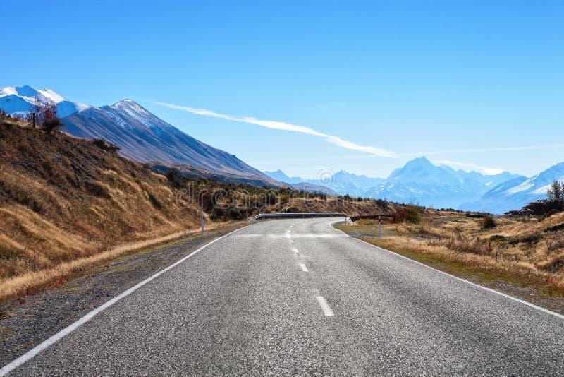 Väg som monterar kocken National Park, södra ö, Nya Zeeland royaltyfria bilder