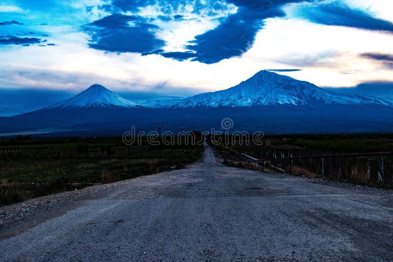 Väg till berget Ararat, Armenien fotografering för bildbyråer